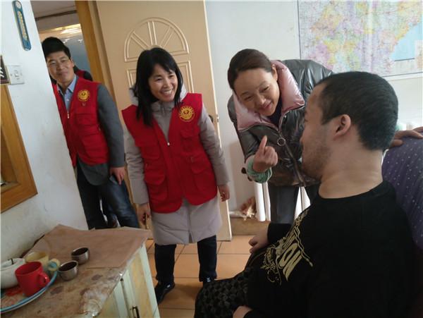 爱心帮扶过暖冬 李家街社区走近困难家庭